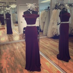 Dresses & Skirts - Long formal gown with beaded belt